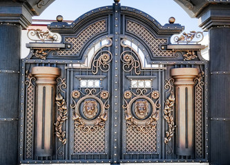 Decorative decoration with forged metal gate products, with a lion-shaped handle