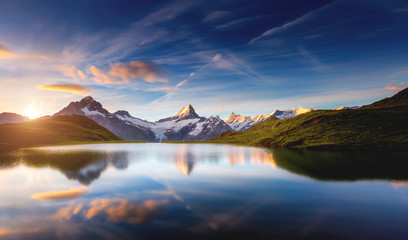 壁紙(ウォールミューラル) - Panoramic view of the Mt. Schreckhorn and Wetterhorn. Location place Bachalpsee in Swiss alps, Grindelwald valley