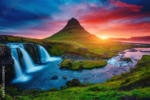 壁紙(ウォールミューラル) Fantastic evening with Kirkjufell volcano. Location famous place Kirkjufellsfoss waterfall, Iceland, Europe.