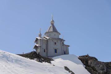 Papiers peints Antarctique Wooden church in Antarctica on Bellingshausen Russian Antarctic research station