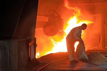 Fond de hotte en verre imprimé Rouge iron works blast furnace operating workers, China