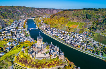 Aerial view of Reichsburg Cochem, a famous castle in Germany Fototapete