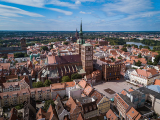 Marktplatz mit Kirche und Rathaus in Stralsund