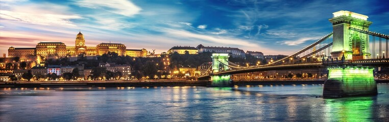 Keuken foto achterwand Boedapest High resolution panorama of Budapest, Hungary. Sunset over the city with the Chain Bridge, the Danube river and Buda Palace