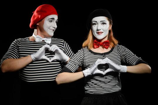 Mimes makes heart shapes