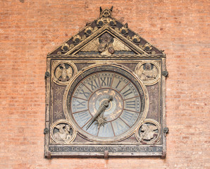 Hours the medieval palace of the goods or loggia traders