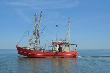 Krabbenkutter vor Nordstrand in Nordfriesland,Nordsee,Schleswig-Holstein,Deutschland