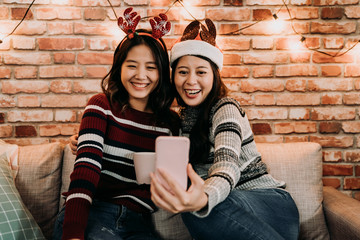 sisters talking to parents by video chat app