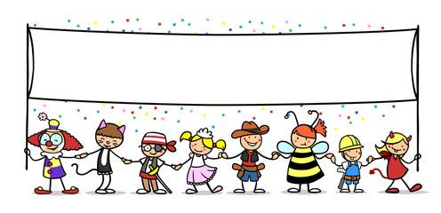 Gruppe Kinder mit leerem Banner zu Karneval