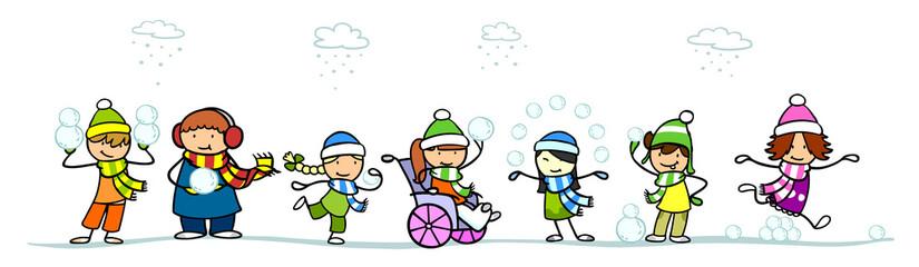 Kinder werfen Schneeball im Schnee im Winter