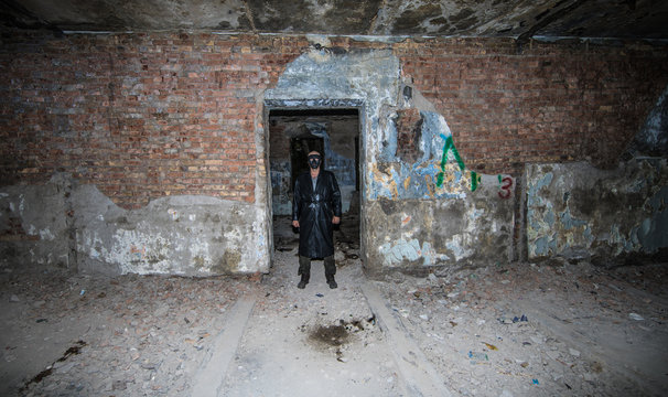 The serial killer in the old building
