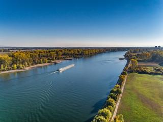 Luftbild Tanker auf dem Rhein