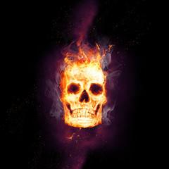 Brennender Schädel in der Dunkelheit