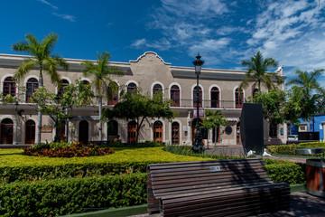 calles de mazatlan centro historico pueblo mágico ventanas perspectiva