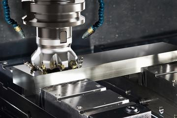Metallbearbeitung CNC Maschine beim Fräsen
