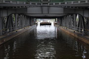 Schleusen - Transport - Fluss
