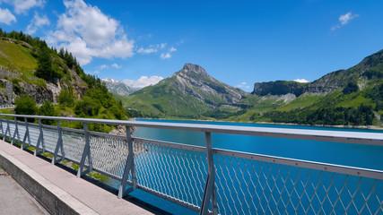 Barrage alpin de Roselend en Savoie