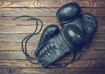 Wall Mural - old boxing gloves on wooden background