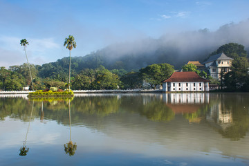 Foto auf AluDibond Tempel Sri Dalada Maligawa or the Temple of the Sacred Tooth Relic is a Buddhist temple in the city of Kandy, Sri Lanka. It is located in the royal palace complex of the former Kingdom of Kandy