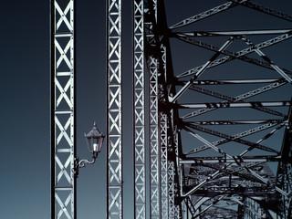 Stahlkonstruktion - Infrarot - Brückenbogen