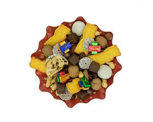 Weihnachtsteller mit Stollen, Plätzchen, Schokolade und Nüssen