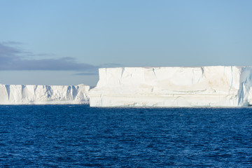 In de dag Antarctica Antarctic seascape with iceberg