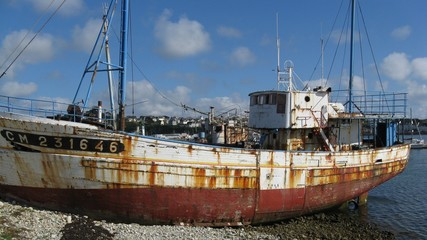 Bateau de pêche épave échoué