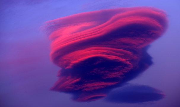 Lenticular cloud in sunset light