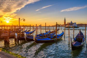Photo sur Plexiglas Gondoles Sunrise in San Marco square, Venice, Italy. Architecture and landmarks of Venice. Venice postcard with Venice gondolas