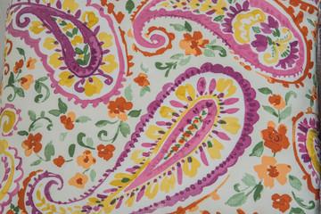 grecas coloridas y flores