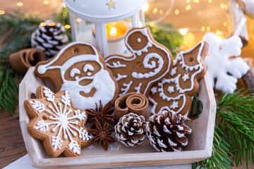 Weihnachtsteller mit leckeren Plätzchen