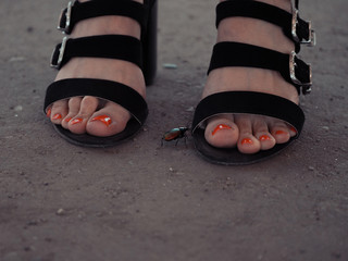 Bug goes to  girl sandals. Nail art and polish