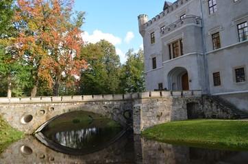 Zamek w Karpnikach, kamienny most na fosie, Karpniki, Dolny Śląsk