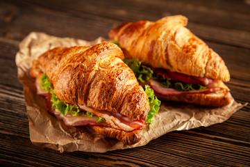 Fotoväggar - Classic BLT croissant sandwiches