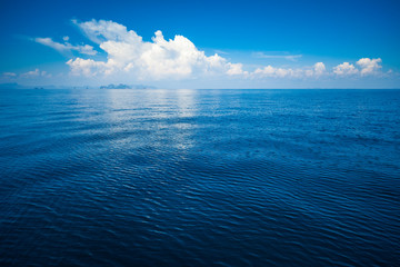 Fotomurales - Calm tropical sea with some clouds on the horizon. Andaman sea, Thailand