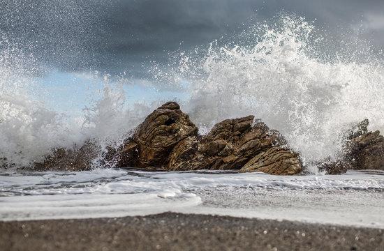 View of ocean waves crashing on rocks