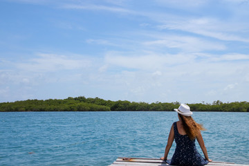 Belize, Lady is watching mangroves