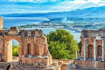 Griechisches Theater von Taormina - Bucht von Giardini-Naxos - Sizilien Fototapete
