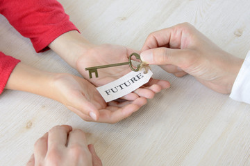 親から子へ未来の鍵を託す