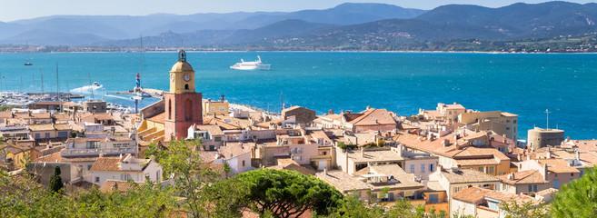 Panorama de Saint-Tropez sur la côte d'Azur, France