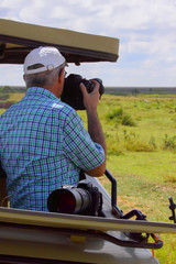 Photo shoot on wheels / The man on the jeep taking pictures of Savannah Ngorongoro