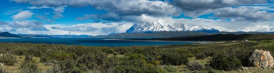 Chile, Patagonien, Nationalpark Torres del Paine, Region Magallanes und chilenischer Antarktis, Berge Cuernos del Paine, Lago el Toro