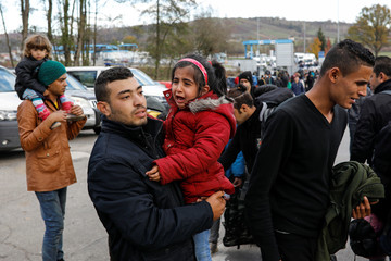 Migrants at the Maljevac border crossing between Bosnia and Croatia
