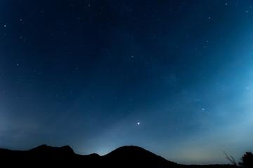 夜明け間際の星空 / 北海道美瑛町の観光イメージ