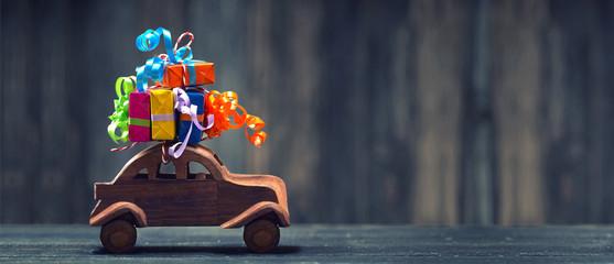 Geschenke auf dem Auto