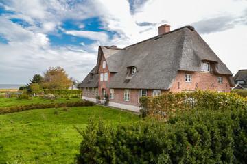 altes Friesenhaus mit Reetdach auf Amrum