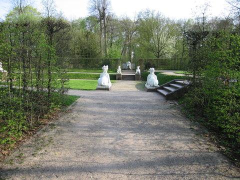 Weiße Sphinxe im Schlossgarten Schwetzingen