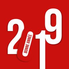 Carte de vœux 2019 design et graphique au format carré, avec un jeu typographique des chiffres sur un fond rouge, pour souhaiter la bonne année
