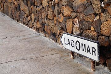 Strasse in Nazaret - Lanzarote -  Strassenschild Richtung LagOmar