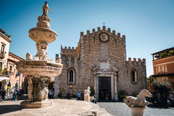 TAORMINA, SICILY / ITALY - OCTOBER 1, 2018: Cathedral of Taormina city and fountain of Piazza Duomo. Fototapete